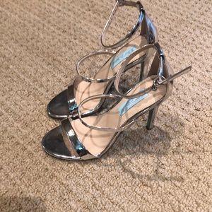 Beautiful heel Betsey Johson size 6.5